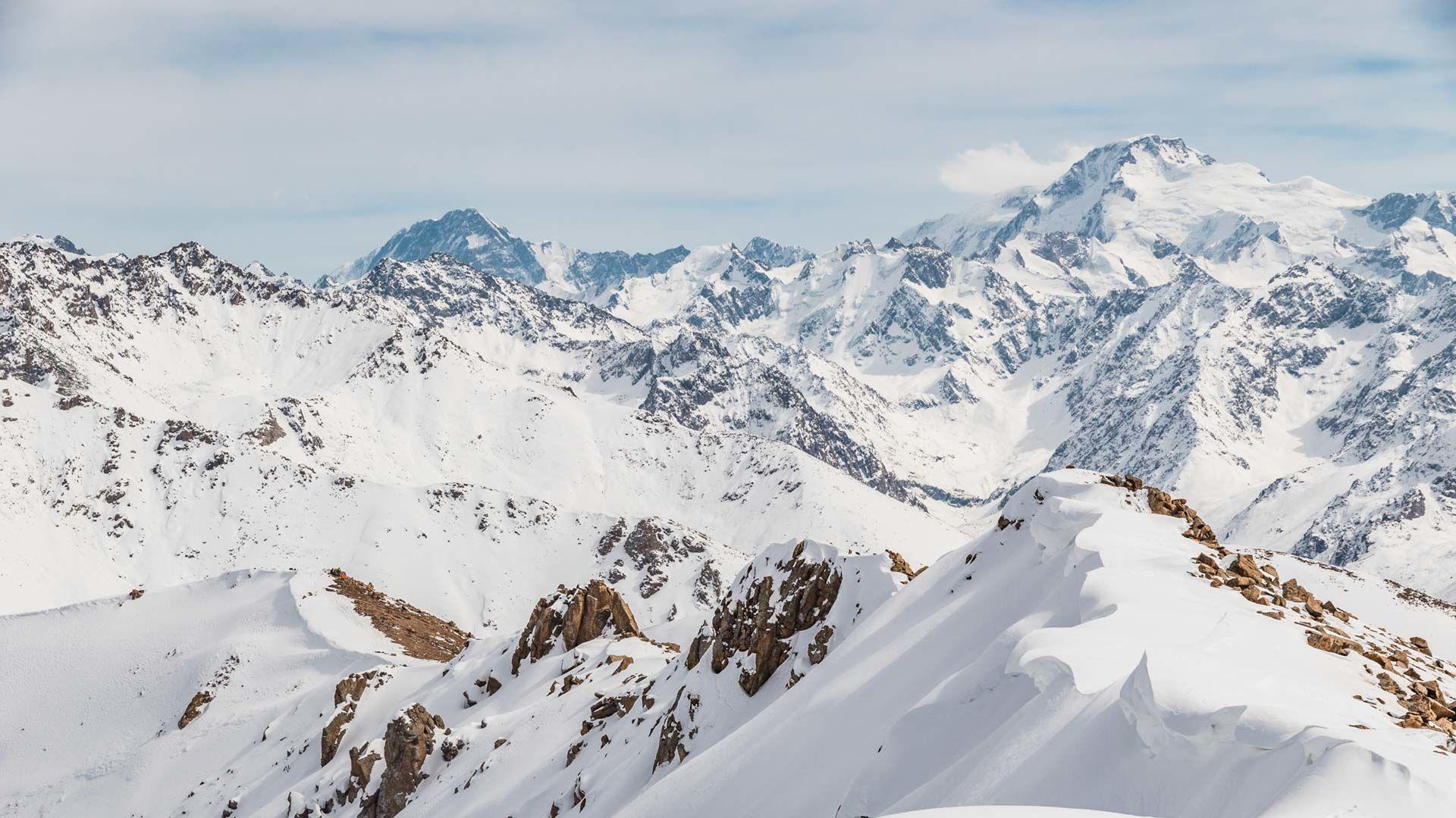 Ausblick Auf Die Hohen Gipfel Des Tien Shan Beim Skitouren In Karakol