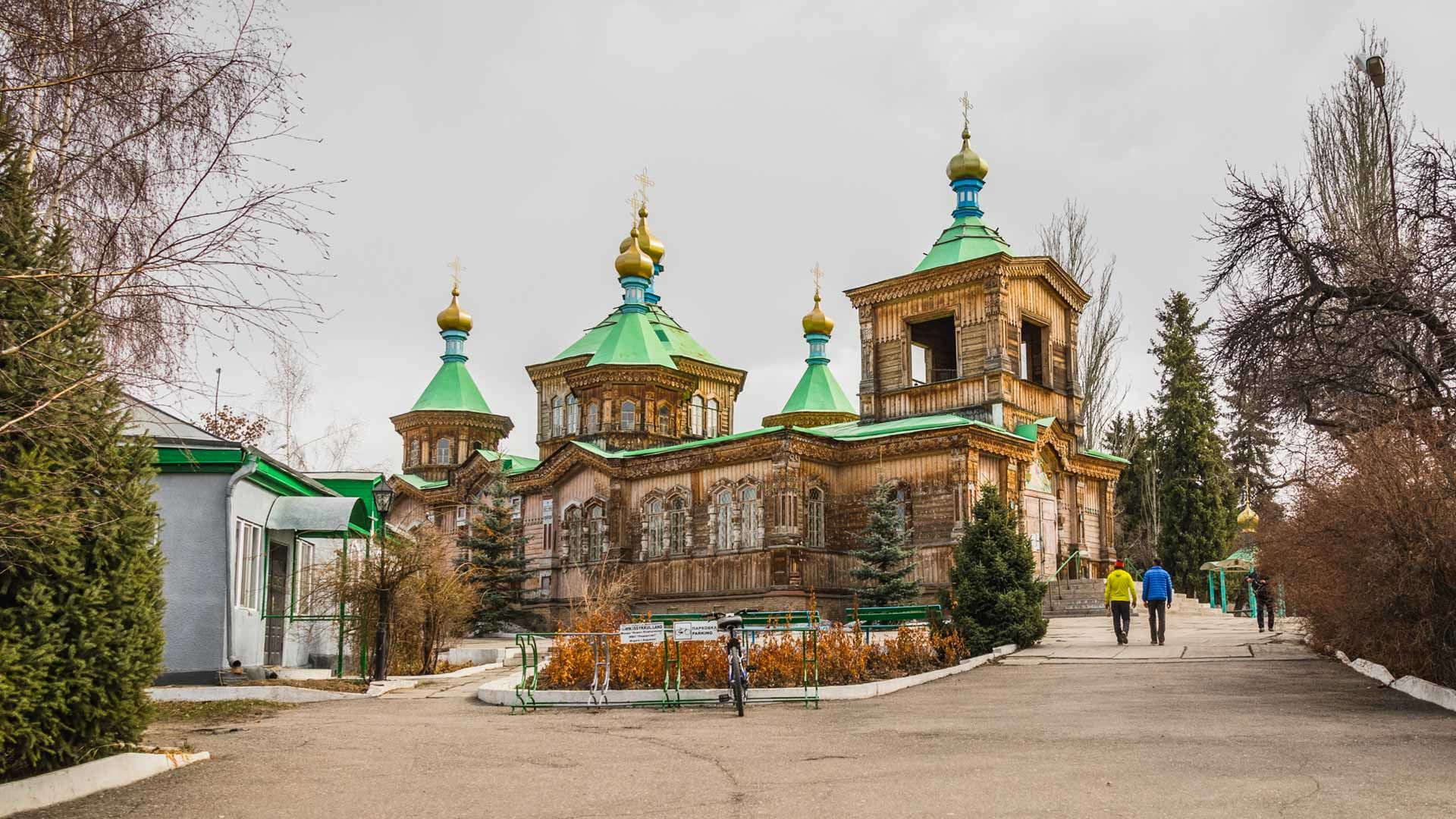 Besuch Der Bekannten Holzkirche In Karakol Kyrgistan